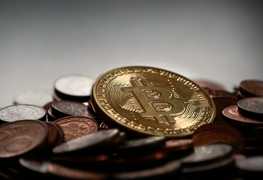 Bitcoin und reale Währung